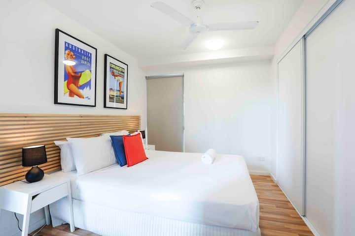 Deluxe 3 Bedrooms Apartment - Lowest Nightly Rate Guaranteed