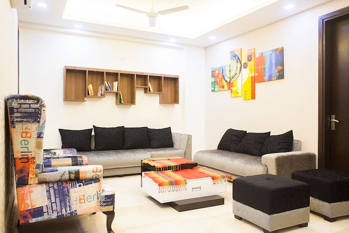 'The Bijou'  Young, Elegant, Furnished, Luxurious - New Delhi - Apartment