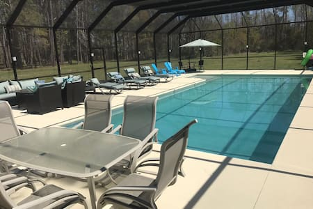 Estate Living on 5 acres with pool in Beaufort, SC
