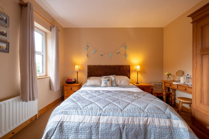 King  Bed, own bathroom, Wild Atlantic Way Barna