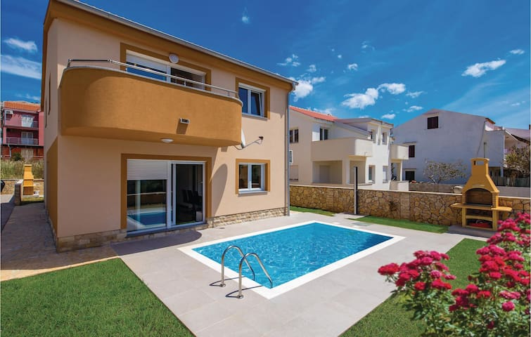 Semi-Detached with 3 bedrooms on 65m² in Pag