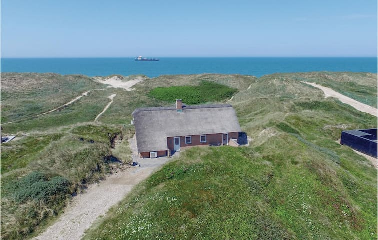 Holiday cottage with 4 bedrooms on 147m² in Harboøre