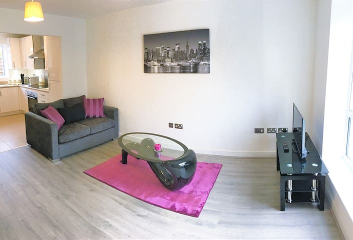 Modern House in Manchester with Free Parking! - Manchester