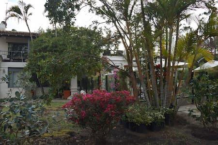 Habitación con terraza, Alojamiento con encanto. - Villa de Leyva