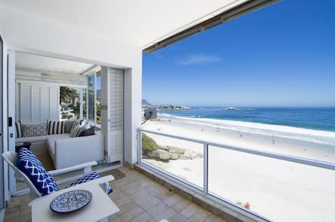 Clifton Sands 1st Beach Front Apartment F1