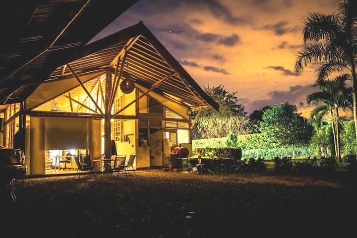 Habitación Santa Fe de Antioquia-Doble/ ventilador