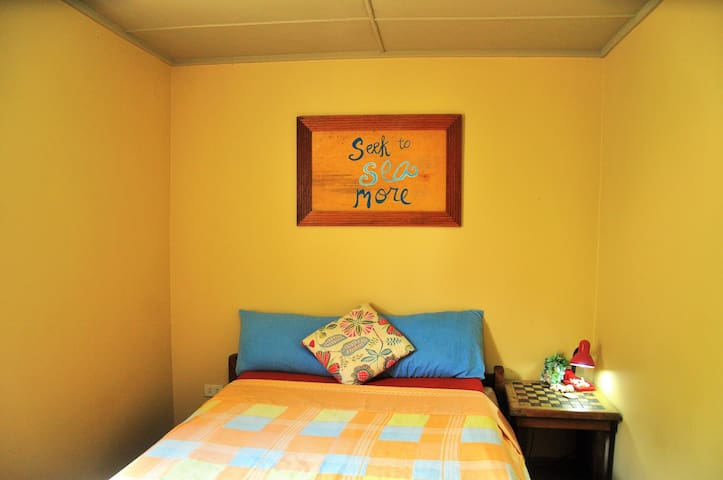 Cozy Room 5-10 min walk to Main Road,Coron