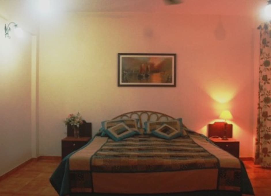 Bedroom with kingsize bed, airconditioner with Ensuite Bathroom with hot geyser