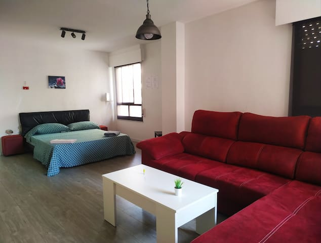 Big room near Alacant Terminal, wi-fi, Air condi