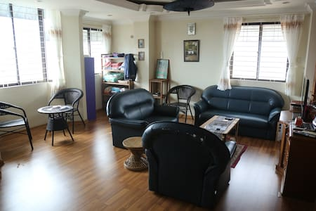 Private Room in Downtown Expat Flat - Yangon