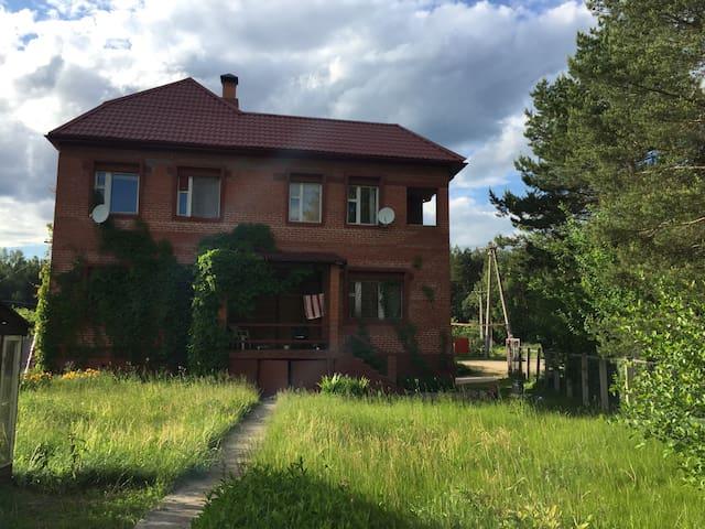 Дом  в тихом месте около леса
