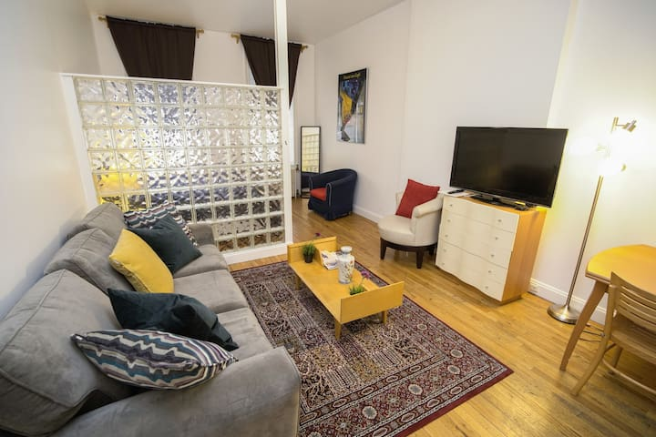 Large and Spacious Studio in Midtown East