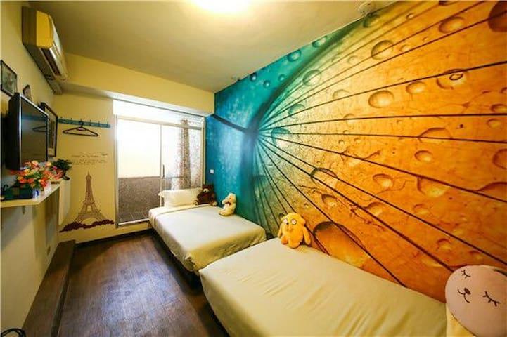 台南火車站旁,最漂亮舒適的住房,2張加大單人床