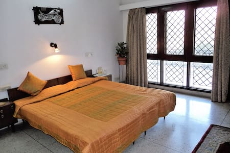Very comfortable room with Dressing,& Living Room, - Agra - Aamiaismajoitus