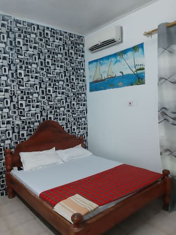 Budget Double room with free wifi and Air con.