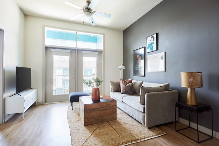 Sonder *Monthly Discounts* 1BR in Downtown San Antonio