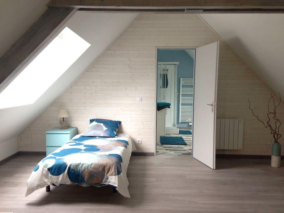 Chambre N°1 lit simple 90 x 190