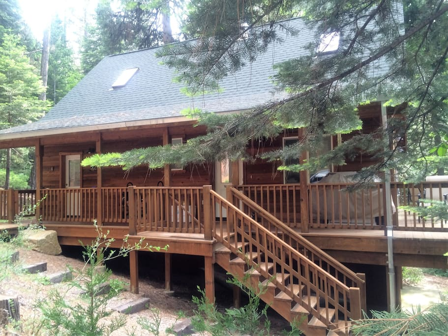 Front view of the Knotty Pine Cabin in the summer.