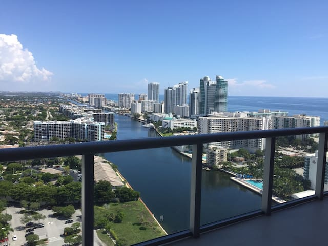 BeachWalk. Condo w/ 2 bed 2 bath, 31 floor 31