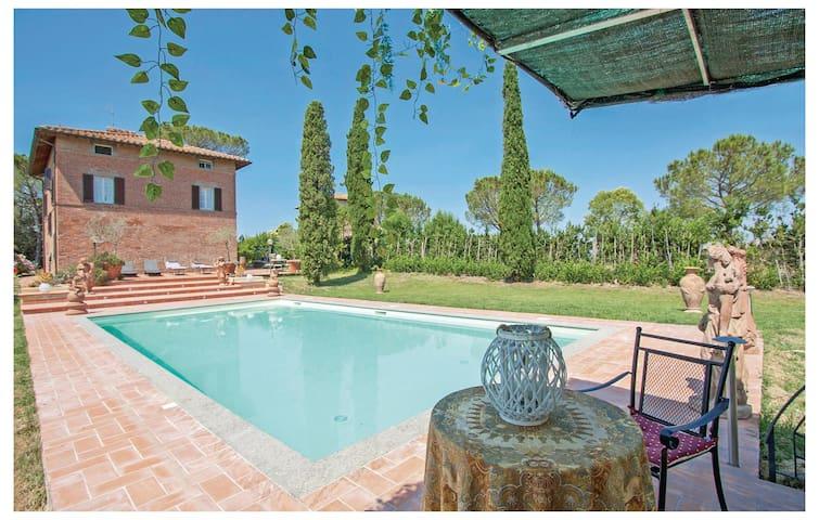 Holiday cottage with 6 bedrooms on 230 m² in Castiglione del Lago