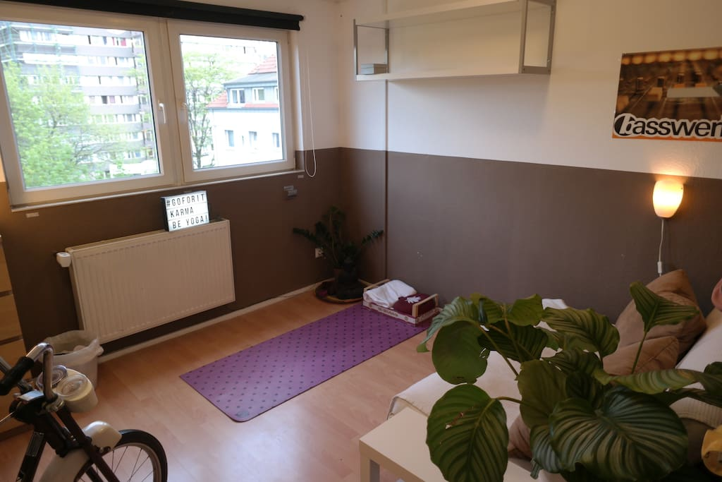 PRIVATE ROOM with hometrainer &yogamat