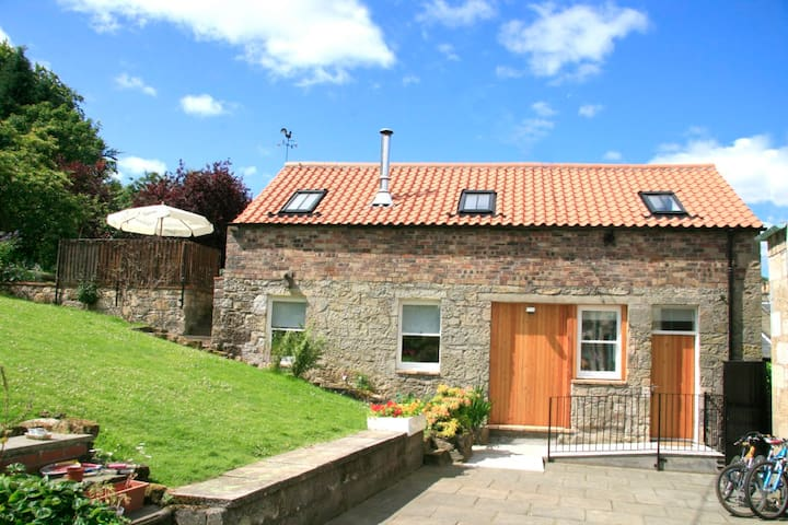 Detached Barn Conversion with Private Patio Garden