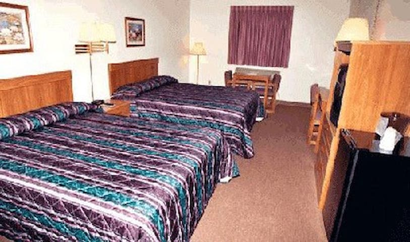 Coronado Motel & R.V. Park - Lindsborg