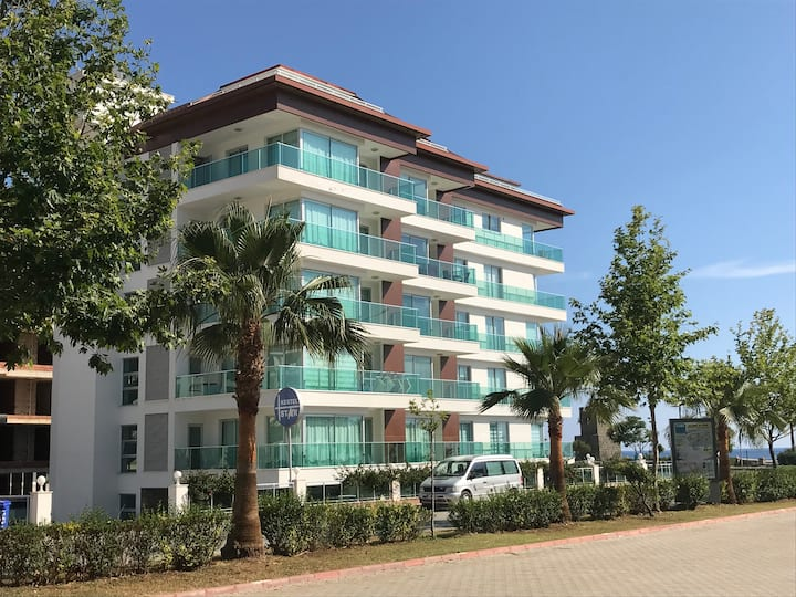 Alanya Waterside apartment, next to beach