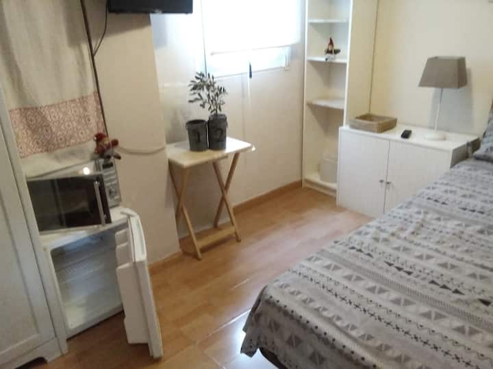 Habitación  con baño privado en Arturo Soria