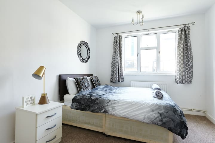 Cozy double bedroom near Canary Wharf - London - House