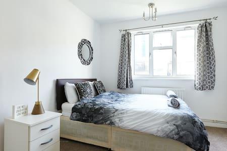 Cozy double bedroom near Canary Wharf - Londres - Maison