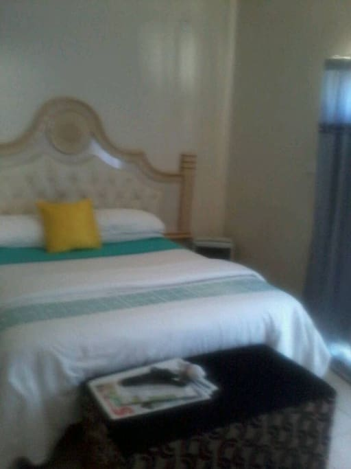 Beautiful guest bedroom, for singles and couples