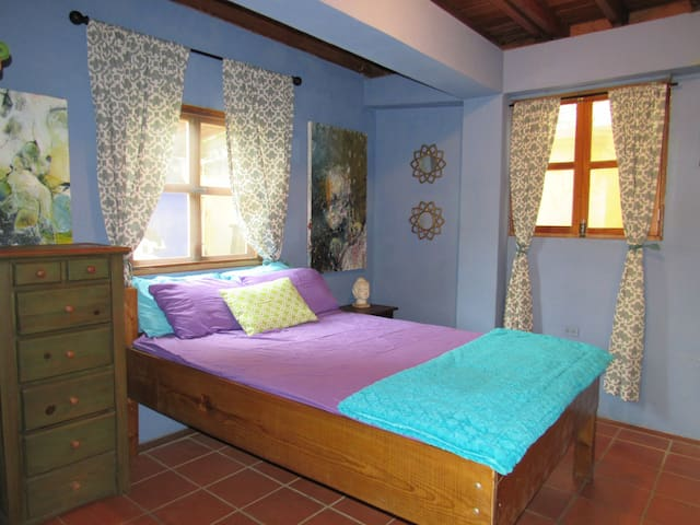 Center of Town: Private Room & Bath with A/C! - Bocas del Toro - House