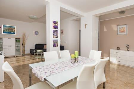Apartment Flora**** Beodarica-Sibenik - Brodarica - 公寓