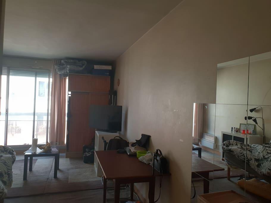 Studio de 26 m2, à 2 minutes de la bouche de métro Gaîté et de la rue Daguerre. 10 minutes à pied de Denfert Rochereau et de Montparnasse.