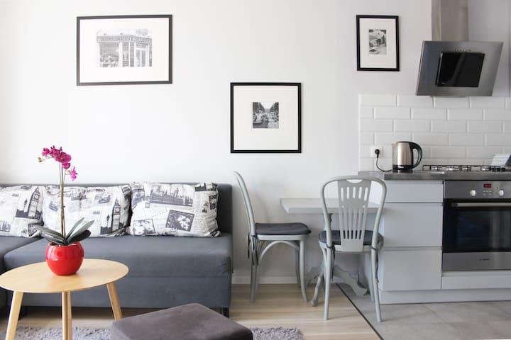madame JOJO apartment