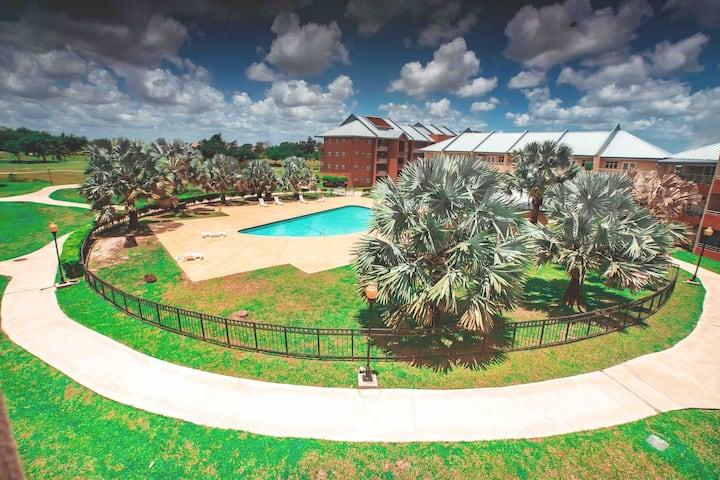 Spectacular Condo near UWI/ airport w/ sunny pool