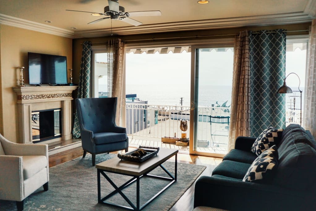 Living Room overlooking the Pacific Ocean - Fireplace, Smart TV (Netflix, Hulu, etc.) & cable.
