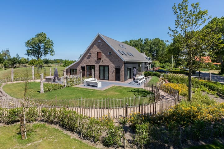 Very luxurious holiday home in beautiful Zeeland style, suitable for 7 people