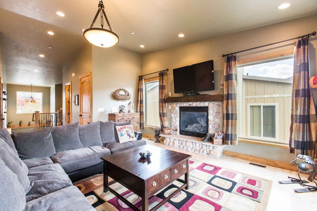 With modern upgrades, comfortable bedrooms and endless amenities throughout, this 3,200 square foot home is perfect for families and fun ski trips.