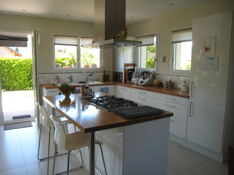 La cuisine, plan de travail et clôt