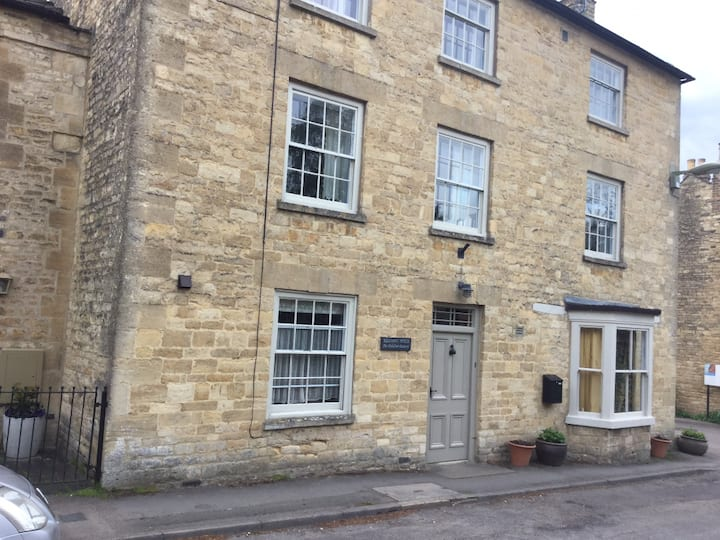 Short/long term flat in old Cotswold glove factory