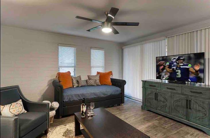Remodeled 2 Bedroom Scottsdale Condo