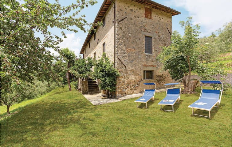 Holiday cottage with 3 bedrooms on 180m² in Camaiore LU