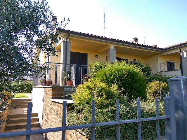 Alloggio familiare sulla Via Francigena - Capranica - Casa