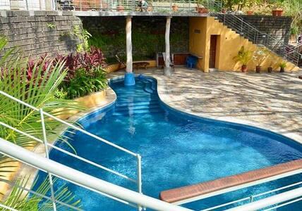 Brand new Studio/ Apt Overlooking Pool/Ocean view2
