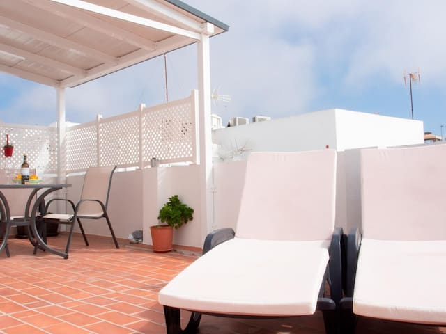 Cozy holiday apartment with roof terrace and great sea view, sleeps 4.