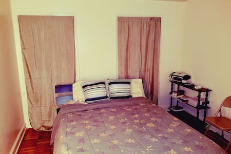 Bedroom + access to apartment cheap - Mount Rainier - Apartemen