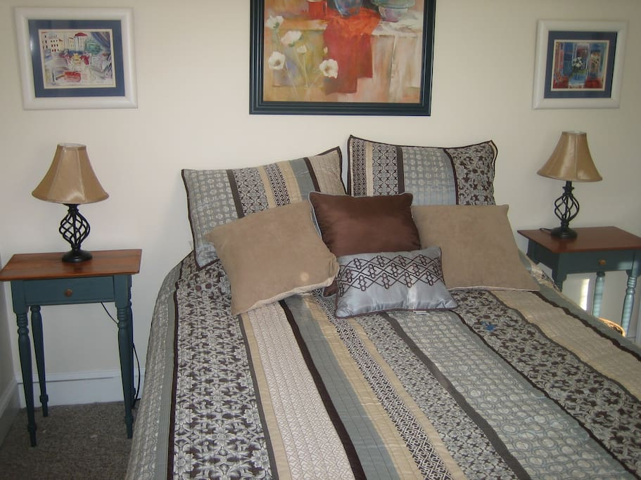 separate bedroom. Very bright, sky light, full closet, dressor and queen size bed