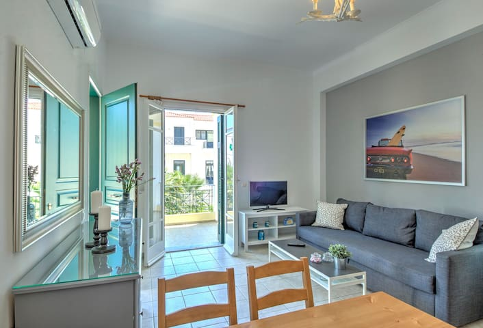 Spacious, stylish, sunny apartment near by the sea